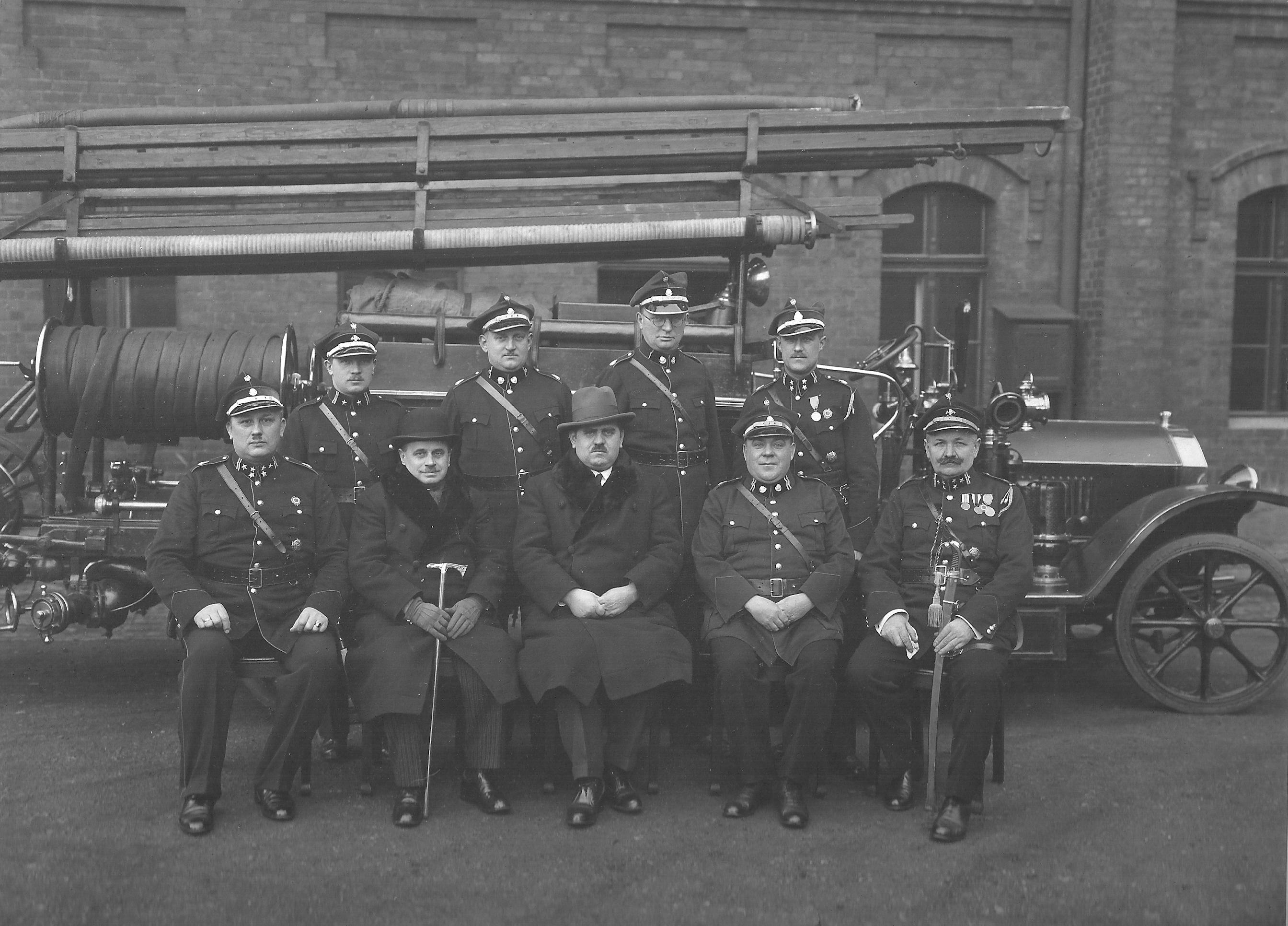Zarząd Powiatowego Związki Straży Pożarnych na miasto Król-Hutę na 1929,1930 i 1931 rok - 8 grudnia 1931