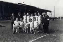 Drużyna Sokoła na stadionie W.F. i P.W. w Królewskiej Hucie, 1927 r.