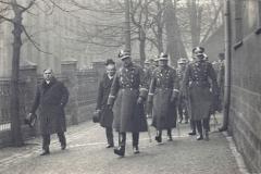 Wincenty Spaltenstein oraz gen. Kazimierz Sosnkowski w czasie konsekracji w parafii św. Barbary w Królewskiej Hucie, 19 marca 1933 r.